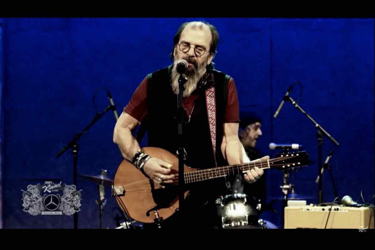 Steve Earle Tributes Son Justin Townes Earle On Late Night TV