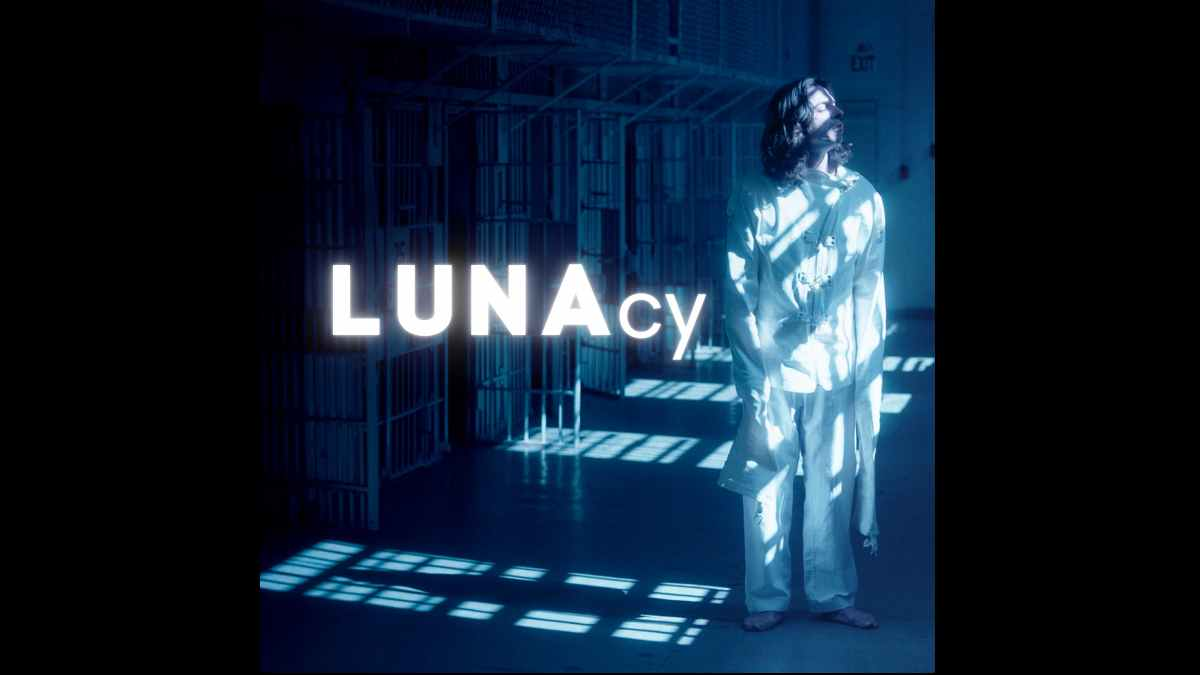 LUNA clipse single art
